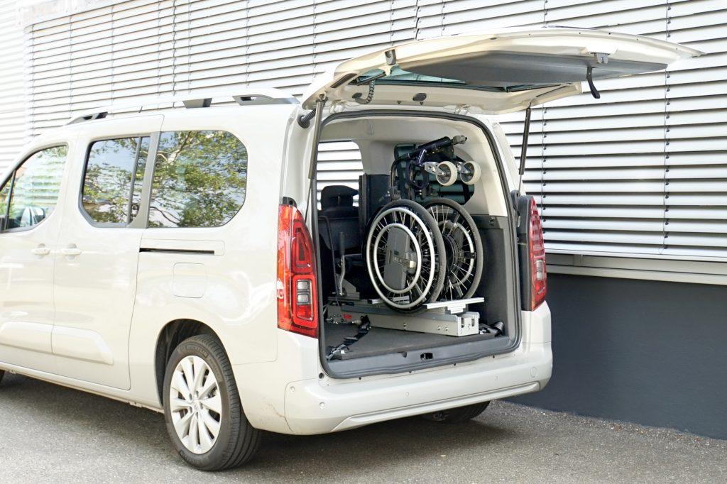 Die Rollstuhlverladehilfe für den Kofferraum: Rollstuhlverladesystem LADEBOY Kofferraum für die stehende Verladung von gefalteten Rollstühlen