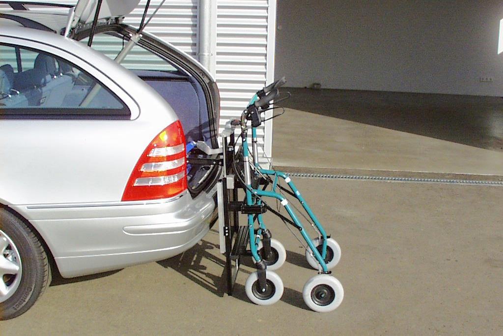 Rollstuhlverladesystem LADEBOY Kofferraum mit Sonderhalterung für die Verladung von Rollatoren