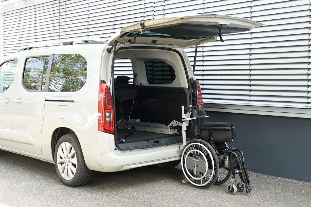 Rollstuhlverladesystem LADEBOY Kofferraum für die stehende Verladung von gefalteten Rollstühlen