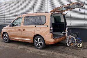 Der LADEBOY Kofferraum stehend gefaltet im VW Caddy 5