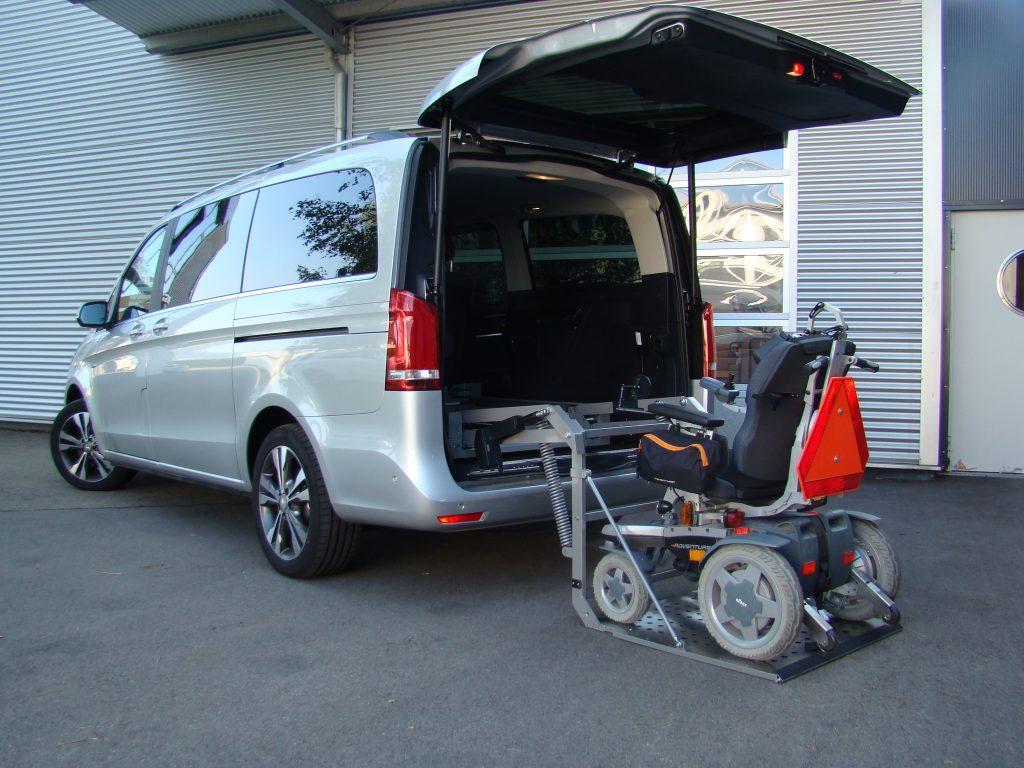Das Rollstuhlverladesystem SCOOTERBOY in einem Van Einbau im Kofferraum