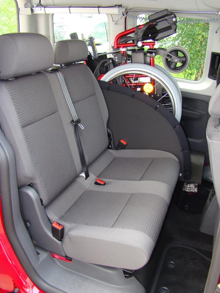 Rollstuhlverladesystem LADEBOY S2 im VW Caddy mit 4 Sitzplätzen