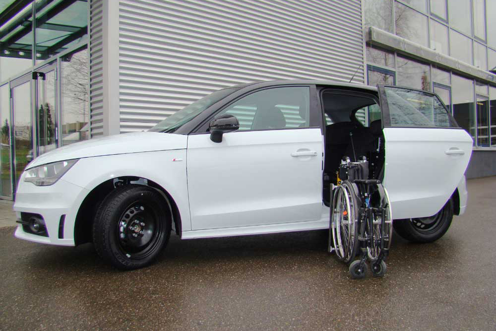 Audi A1 mit Rollstuhlverladesystem LADEBOY S2