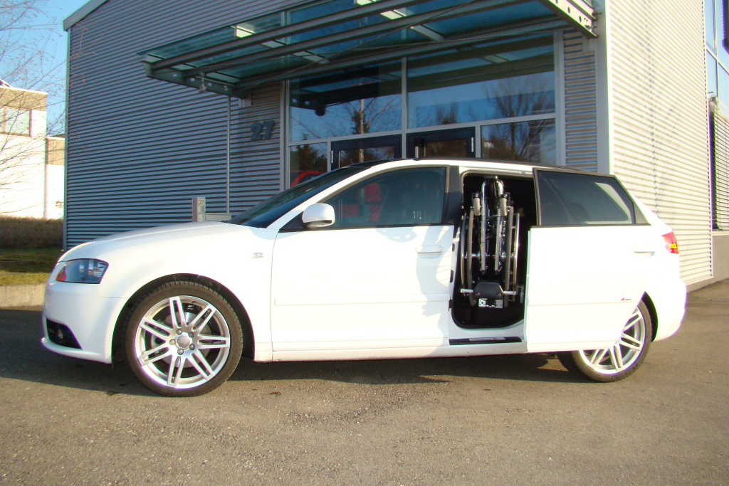 Audi A3 Sportback mit Rollstuhlverladesystem LADEBOY S2