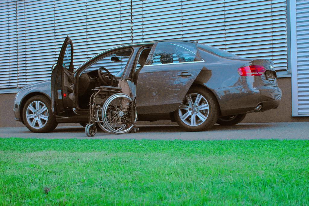 Audi A4 mit Rollstuhlverladesystem LADEBOY S2