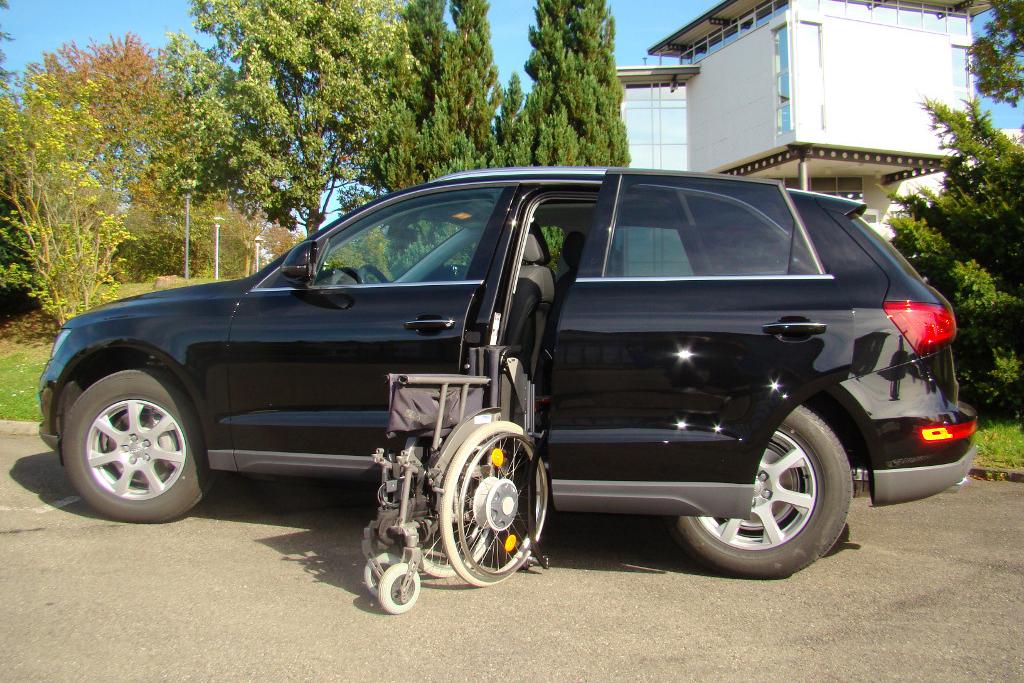 Audi Q5 mit Rollstuhlverladesystem LADEBOY S2