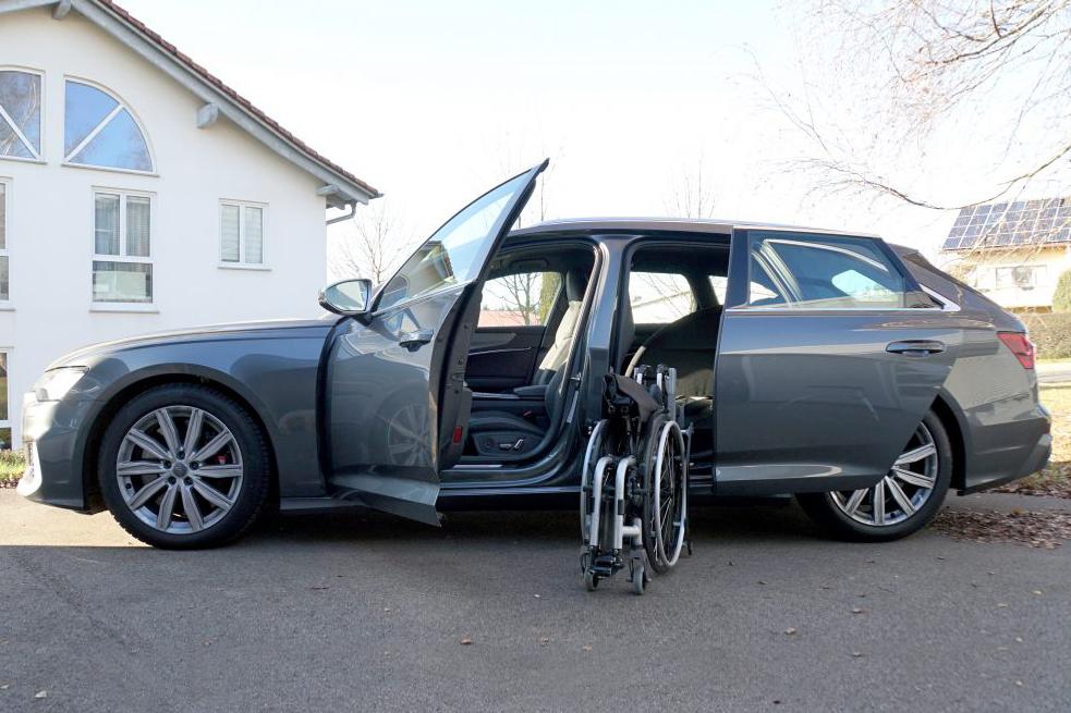 Audi S6 mit Rollstuhlverladesystem LADEBOY S2