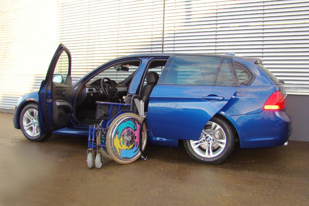BMW 3er Touring mit Rollstuhlverladesystem LADEBOY S2