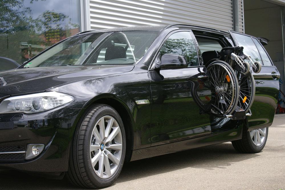 BMW 5er Touring mit Rollstuhlverladesystem LADEBOY S2