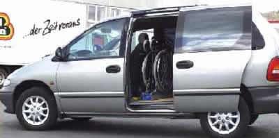 Chrysler Voyager mit Rollstuhlverladesystem LADEBOY S2