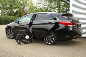 Hyundai i40 mit Rollstuhlverladesystem LADEBOY S2