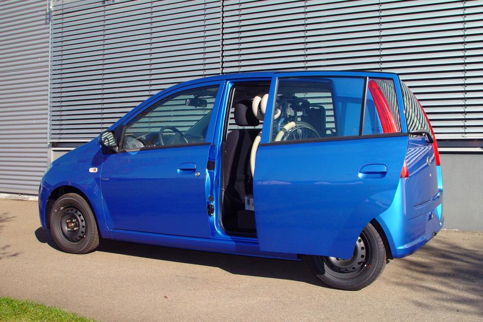 Daihatsu Cuore mit Rollstuhlverladesystem LADEBOY S2