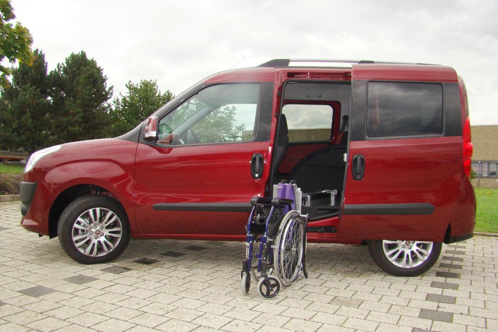 Fiat Doblo mit Rollstuhlverladesystem LADEBOY S2