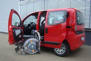 Fiat Fiorino Qubo mit Rollstuhlverladesystem LADEBOY S2