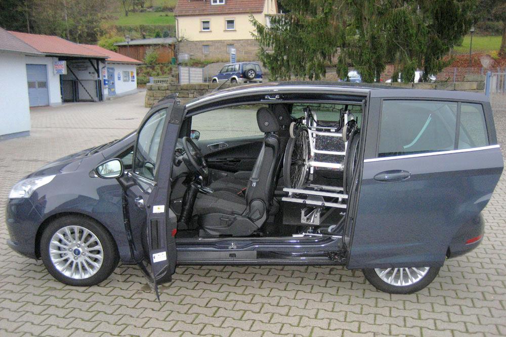 Ford B-Max mit Rollstuhlverladesystem LADEBOY S2 für ungefalteten Rollstuhl