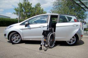 Ford Fiesta mit Rollstuhlverladesystem LADEBOY S2