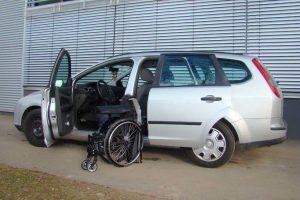 Ford Focus Kombi mit Rollstuhlverladesystem LADEBOY S2
