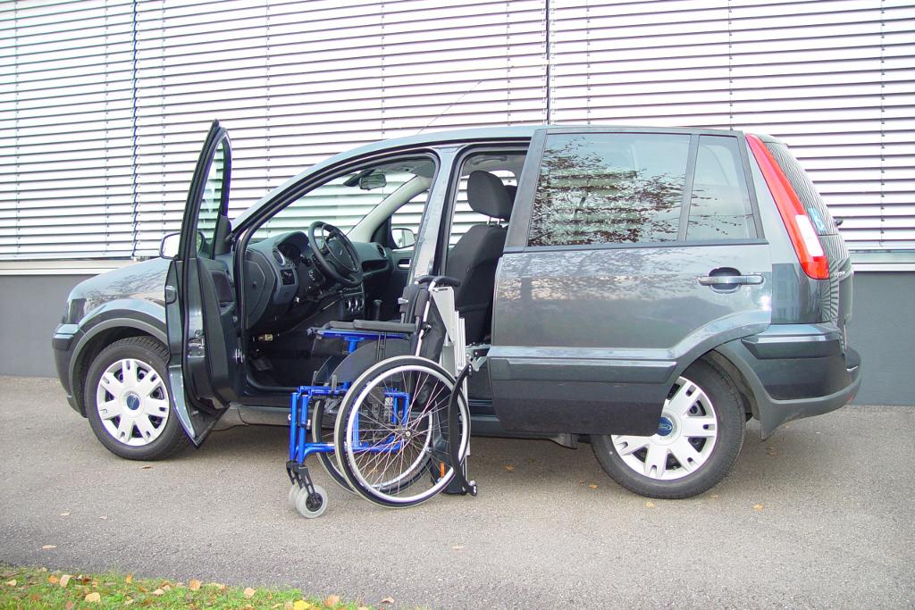 Ford Fusion mit Rollstuhlverladesystem LADEBOY S2