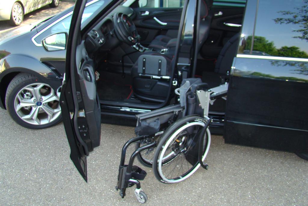 Ford Galaxy mit Rollstuhlverladesystem LADEBOY S2