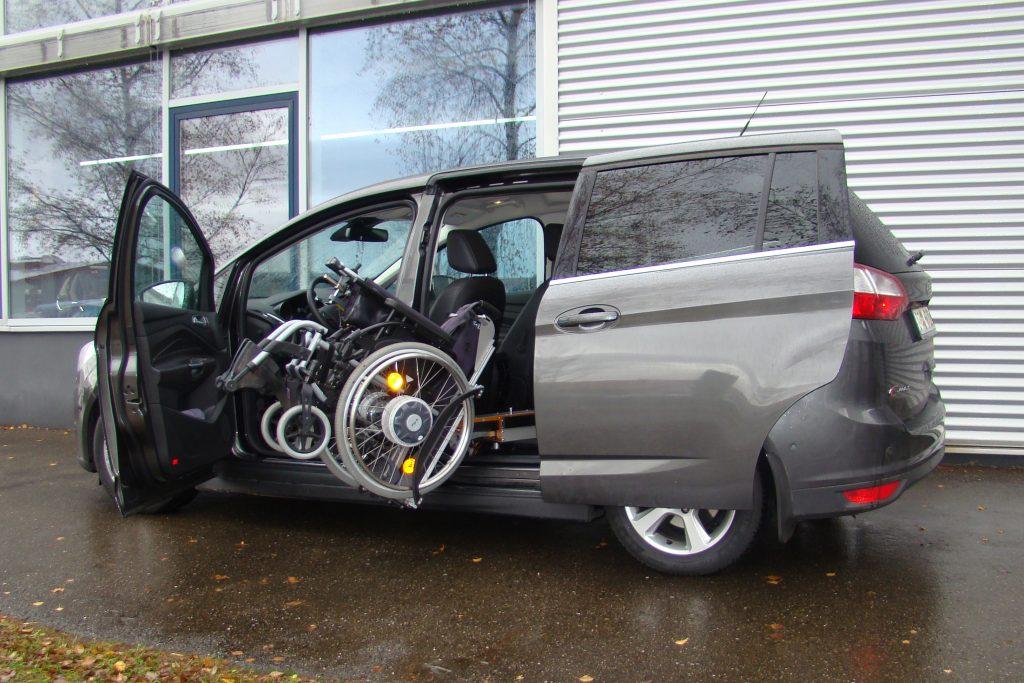 Ford Grand C-Max mit Rollstuhlverladesystem LADEBOY S2