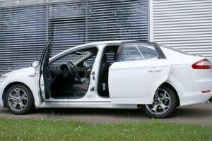 Ford Mondeo mit Rollstuhlverladesystem LADEBOY S2