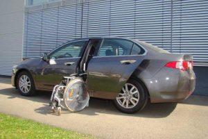 Hyundai Accord Limousine mit Rollstuhlverladesystem LADEBOY S2