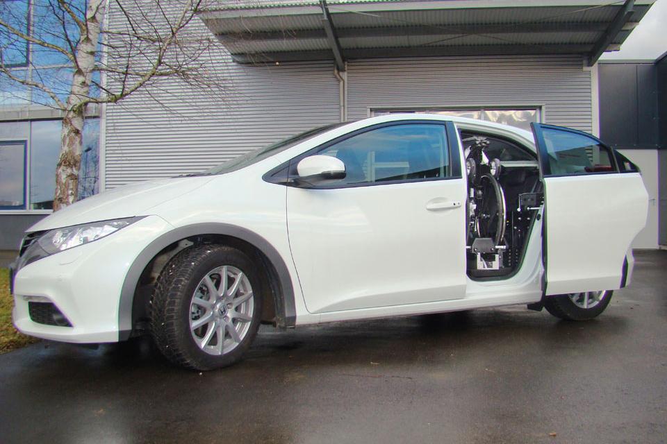 Honda Civic mit Rollstuhlverladesystem LADEBOY S2
