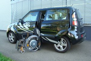 Kia Soul mit Rollstuhlverladesystem LADEBOY S2