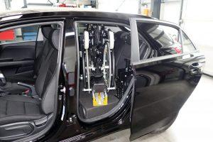 Kia Rio mit Rollstuhlverladesystem LADEBOY S2