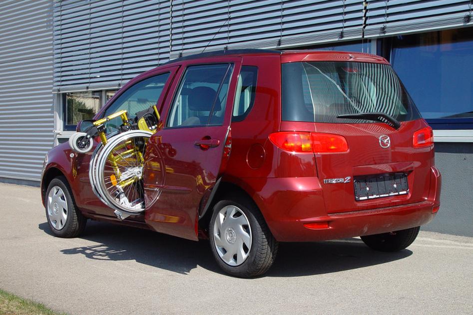 Mazda 2 mit Rollstuhlverladesystem LADEBOY S2