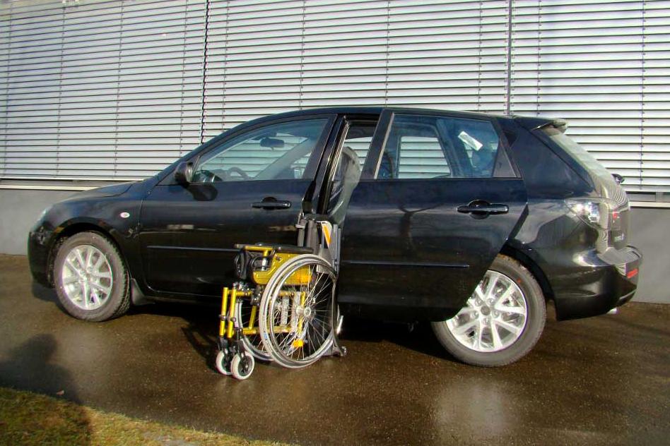 Mazda 3 mit Rollstuhlverladesystem LADEBOY S2