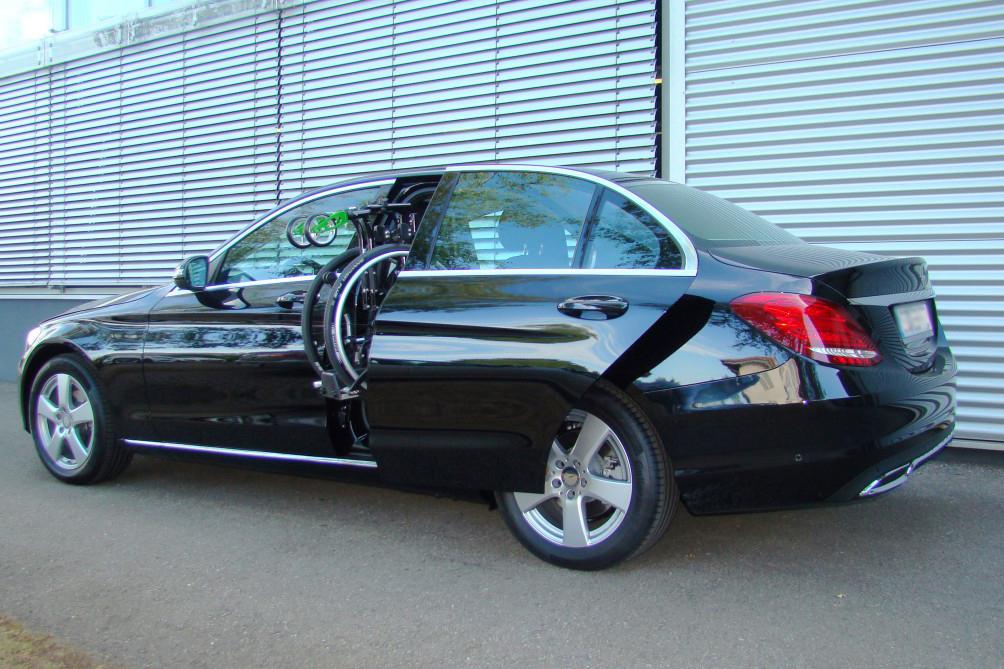 Mercedes C-Klasse mit Rollstuhlverladesystem LADEBOY S2