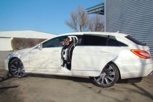 Mercedes CLS-Shootingbrake mit Rollstuhlverladesystem LADEBOY S2