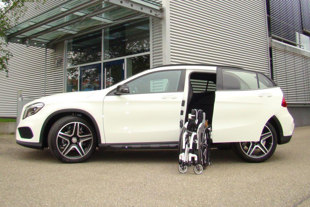 Mercedes GLA mit Rollstuhlverladesystem LADEBOY S2