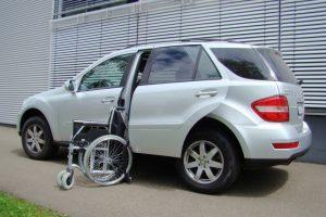 Mercedes M-Klasse mit Rollstuhlverladesystem LADEBOY S2