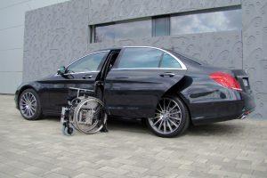 Mercedes S-Klasse mit Rollstuhlverladesystem LADEBOY S2