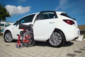 Opel Astra J Schraegheck mit Rollstuhlverladesystem LADEBOY S2