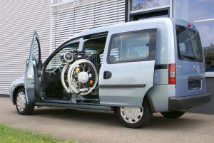 Opel Combo mit Rollstuhlverladesystem LADEBOY S2