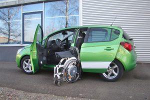 Opel Corsa mit Rollstuhlverladesystem LADEBOY S2