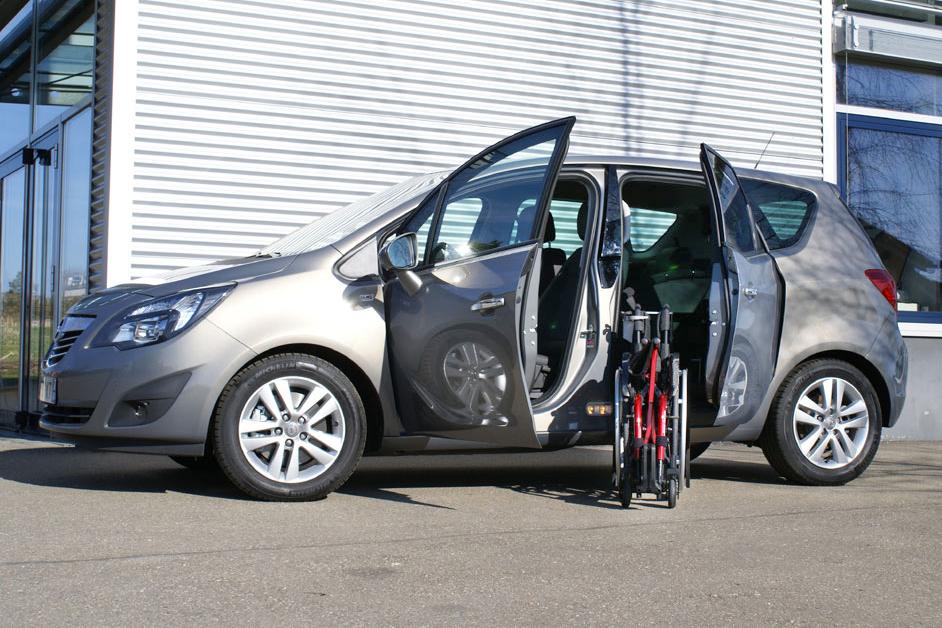 Opel Meriva mit Rollstuhlverladesystem LADEBOY S2
