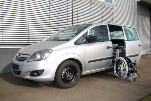 Opel Zafira mit Rollstuhlverladesystem LADEBOY S2