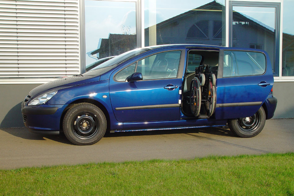Peugeot 307 mit Rollstuhlverladesystem LADEBOY S2