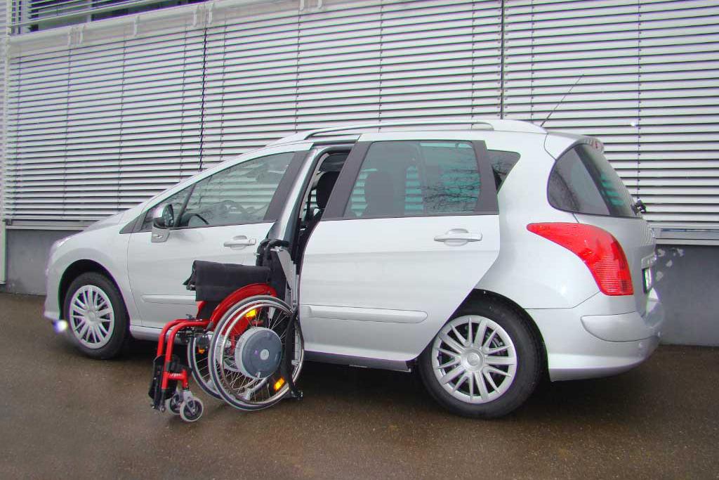 Peugeot 308 SW mit Rollstuhlverladesystem LADEBOY S2