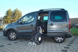 Peugeot Partner mit Rollstuhlverladesystem LADEBOY S2