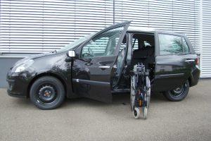 Renault Clio Grand Tour mit Rollstuhlverladesystem LADEBOY S2