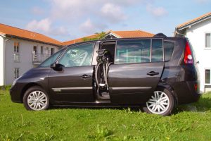 Renault Espace mit Rollstuhlverladesystem LADEBOY S2