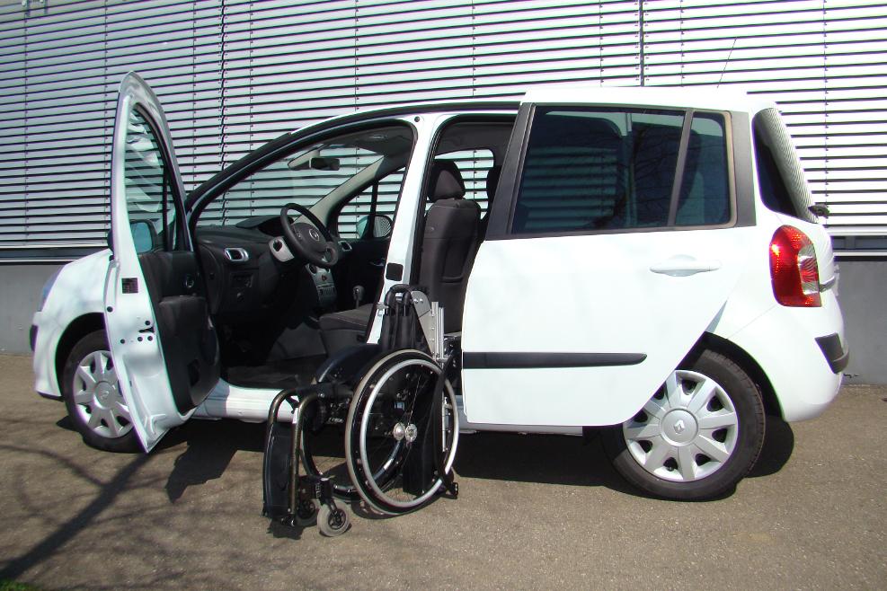 Renault Modus mit Rollstuhlverladesystem LADEBOY S2
