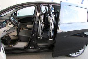 Renault Zoe mit Rollstuhlverladesystem LADEBOY S2