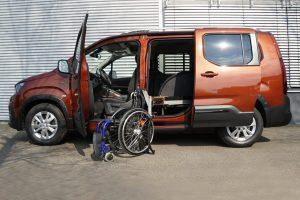 Citroen Berlingo mit Rollstuhlverladesystem LADEBOY S2 mit Schwenkmodul für 4 Sitzplätze