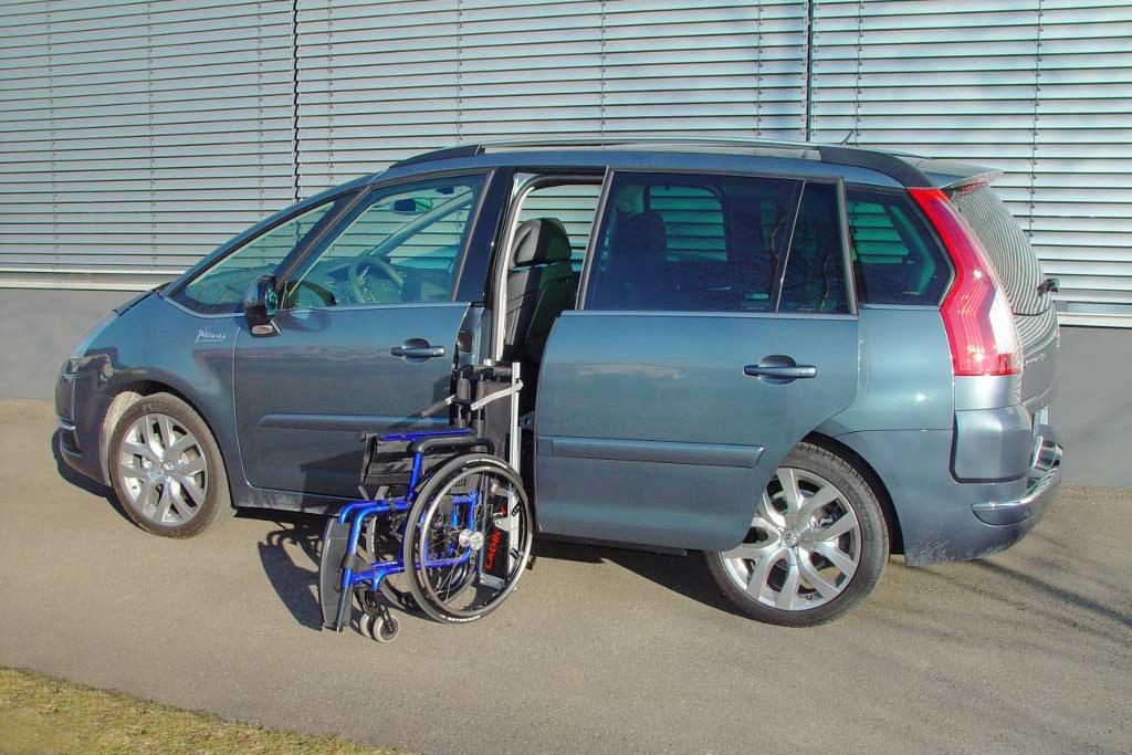 Citroen C4 Picasso mit Rollstuhlverladesystem LADEBOY S2